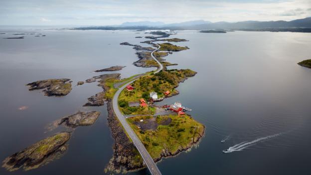 Rruga më e bukur, por dhe më e rrezikshmja në botë-Foto