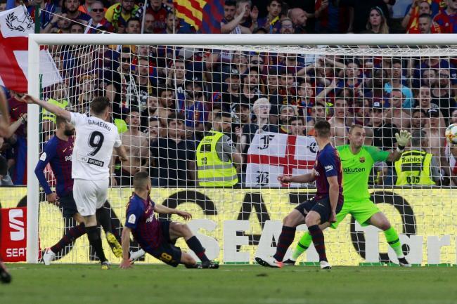 Përleshje mes lojtarëve të Barçes në autobus pas humbjes nga Valencia